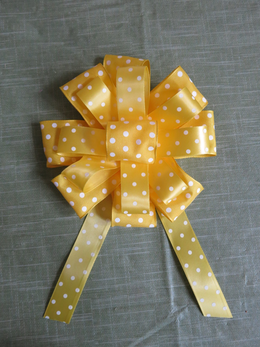how-to-make-a-fancy-round-bow-for-wreaths-or-gift-wrapping