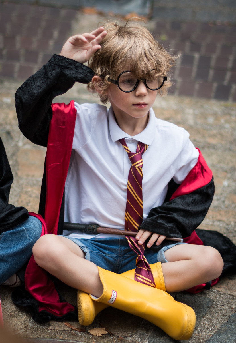Since the Harry Potter series is one of the most popular children's franchises of all time, it makes a great birthday party theme for young boys.