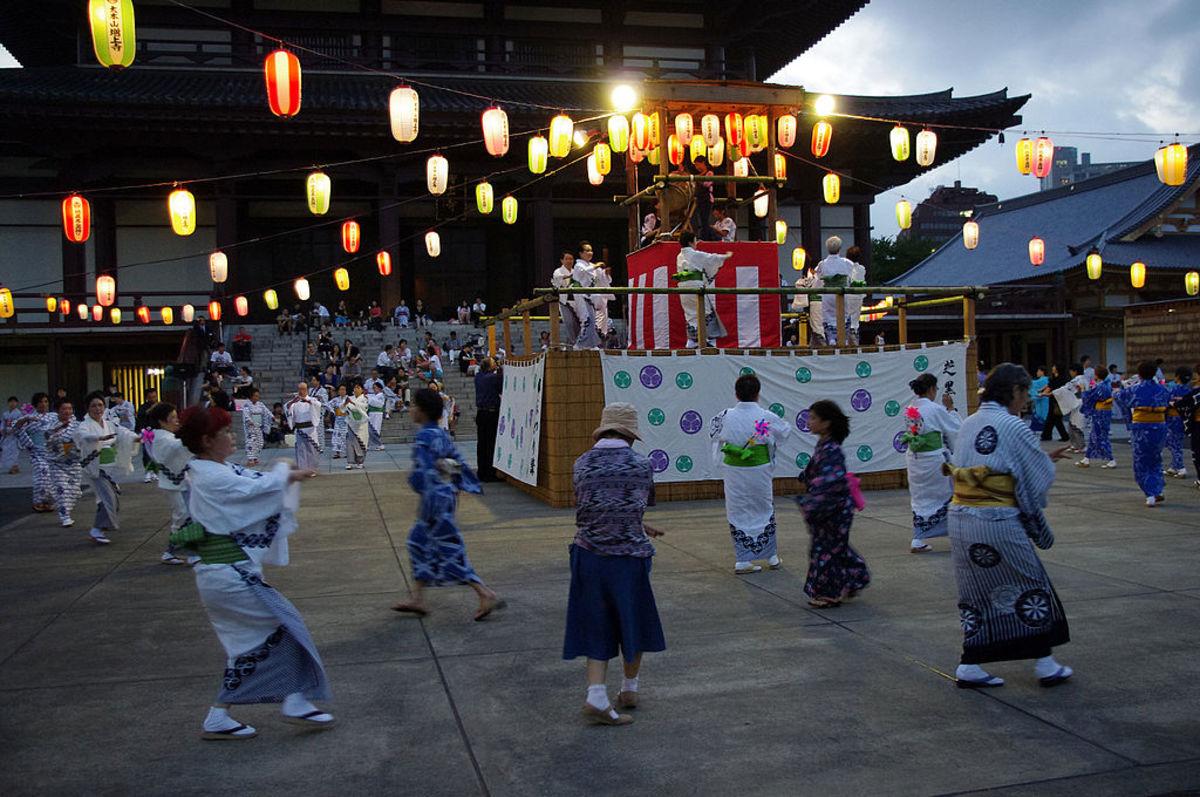 Bon Odori Dancers (30 July 2010 at Zōjō-ji in Tokyo)