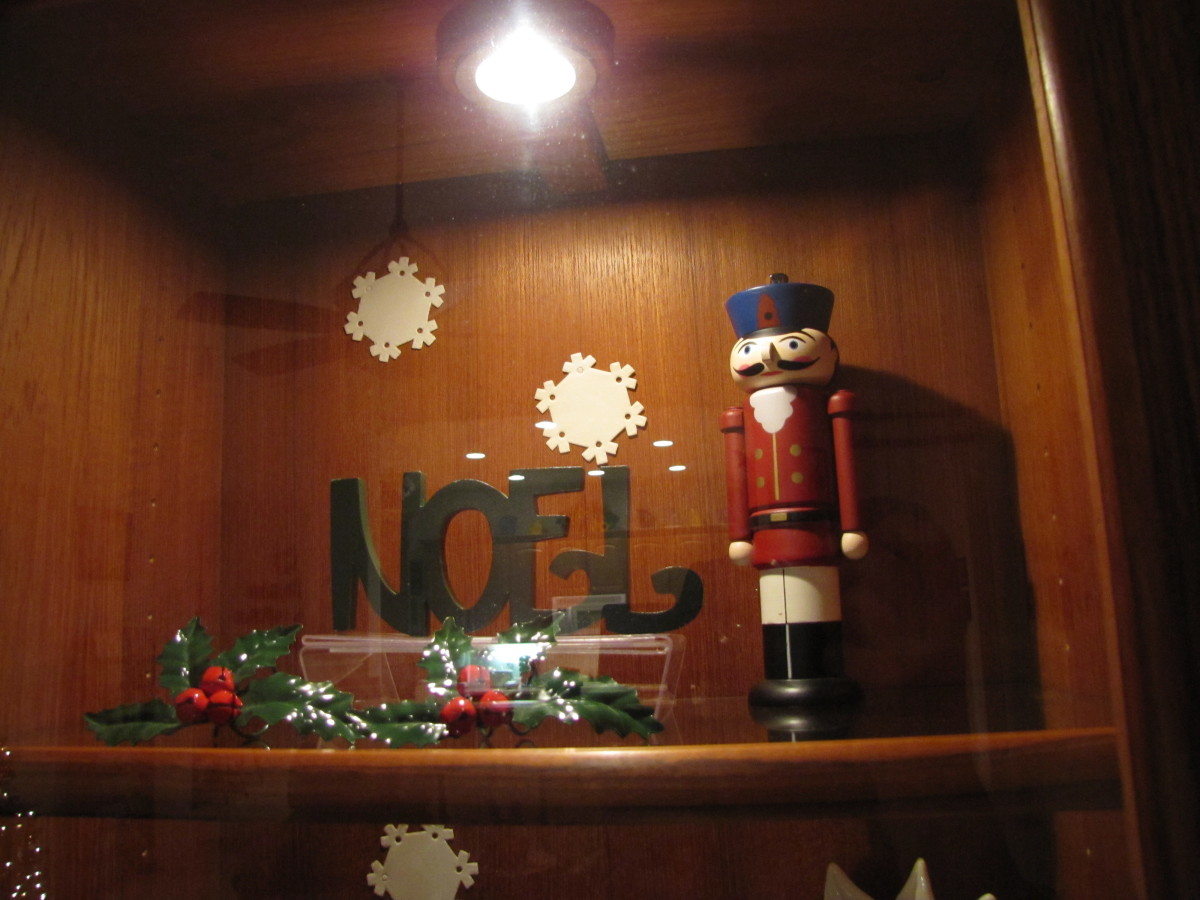 "When I see my wooden decoration that says NOEL, it always makes me want to burst into a rousing chorus of ""The First Noel."""