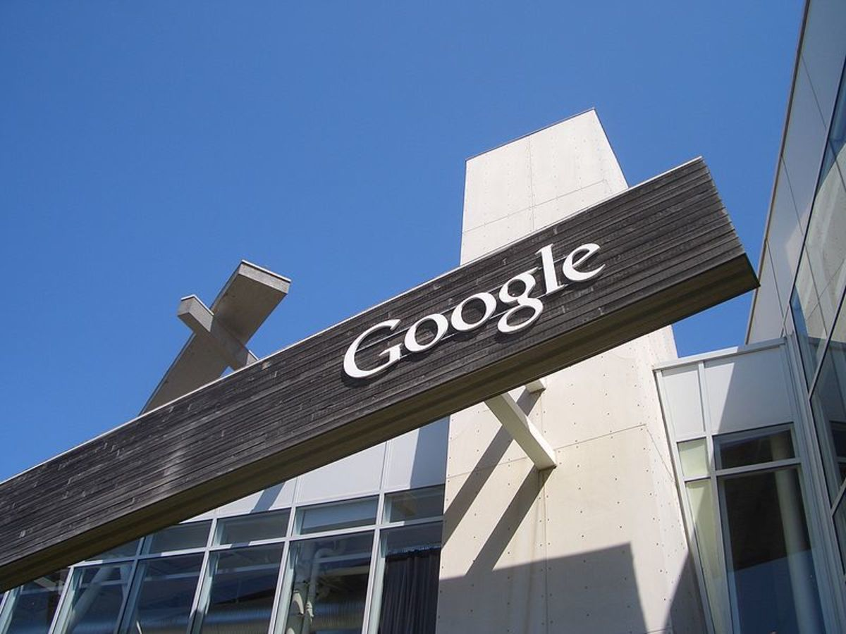 what-are-googles-competative-advantages