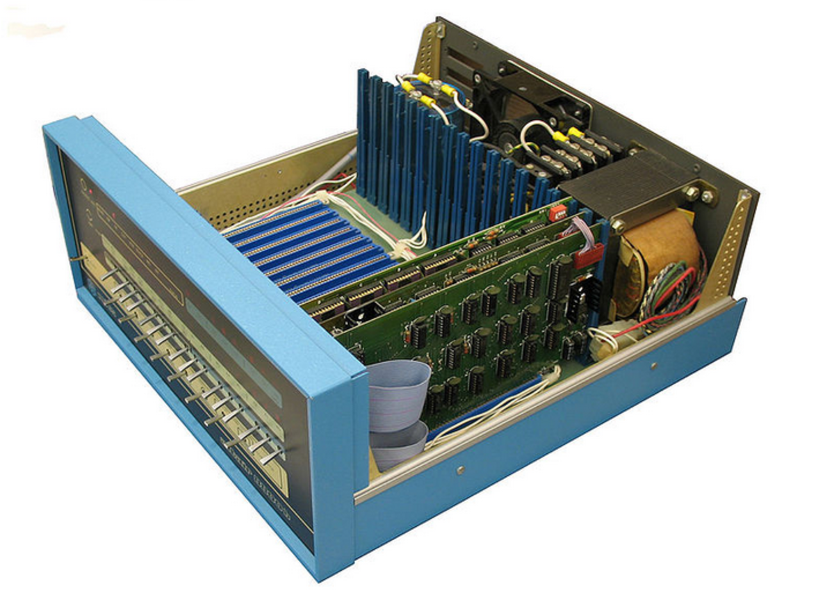 Altair 8800b computer.