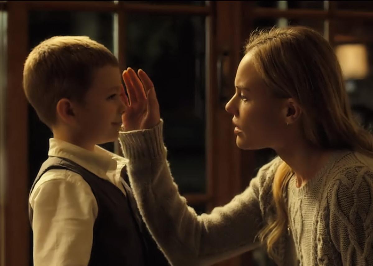 Antonio Romero and Kate Bosworth in 'Before I Wake' (2016) on Netflix.