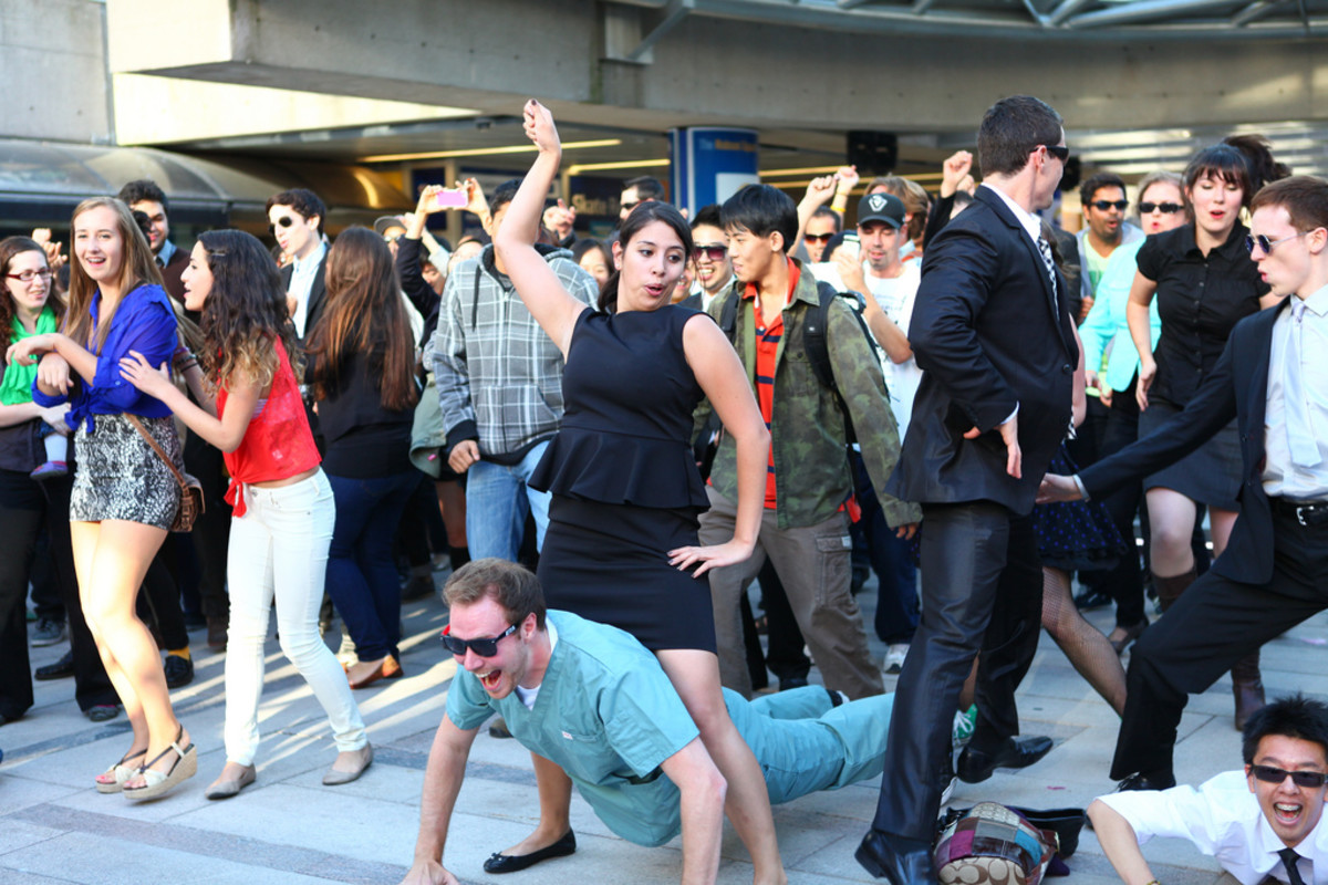 """Gangnam Style"" group dance"