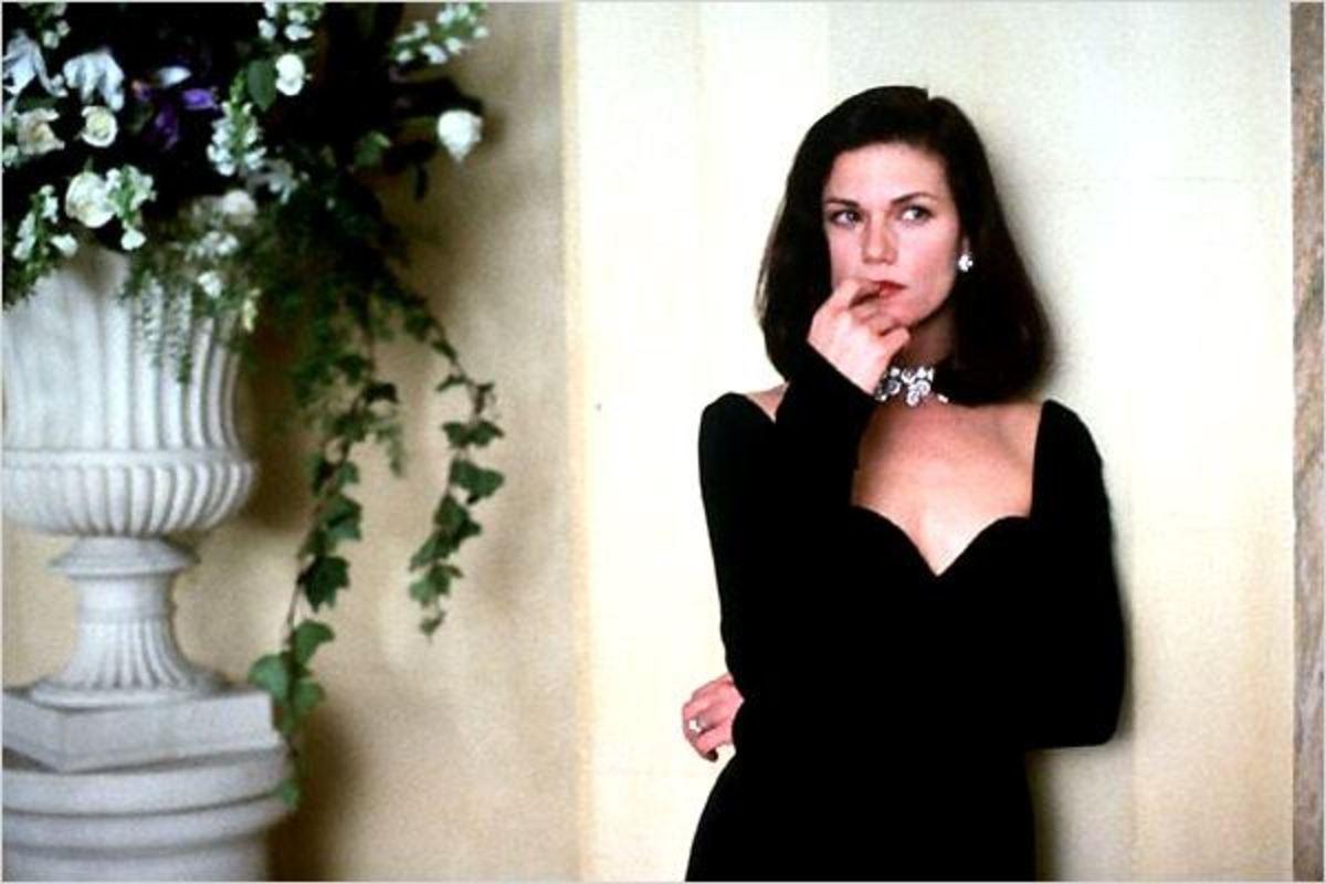 Linda Fiorentino plays Katrina Gavin/Jade