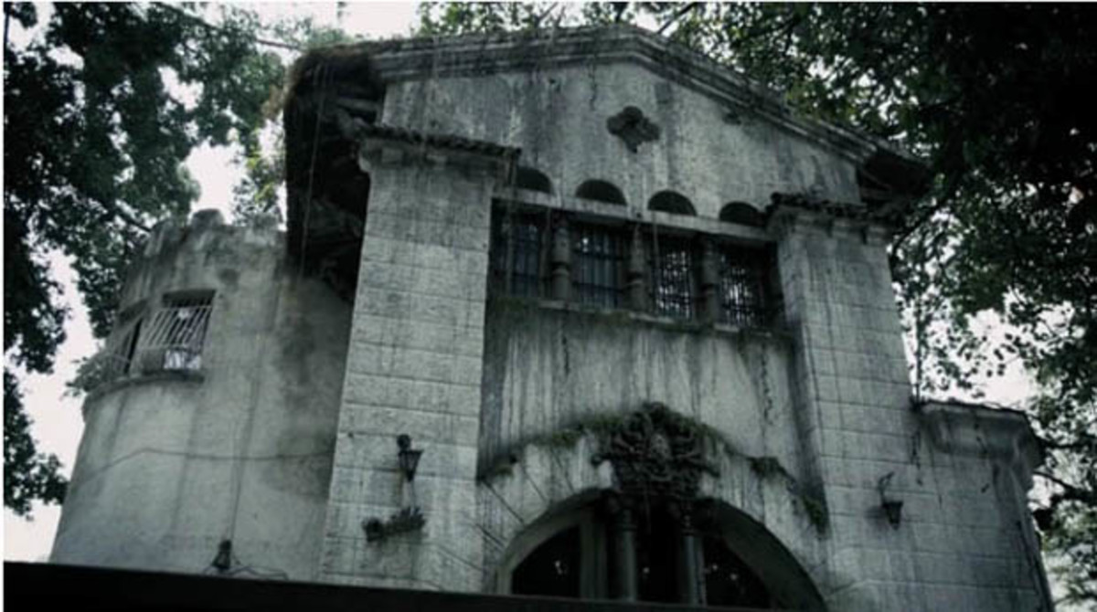 Yep, creepy house...