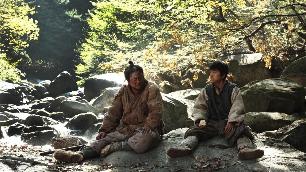 Choi Min-sik and Sung Yoo-bin as Chun Man-duk and his son Seok.