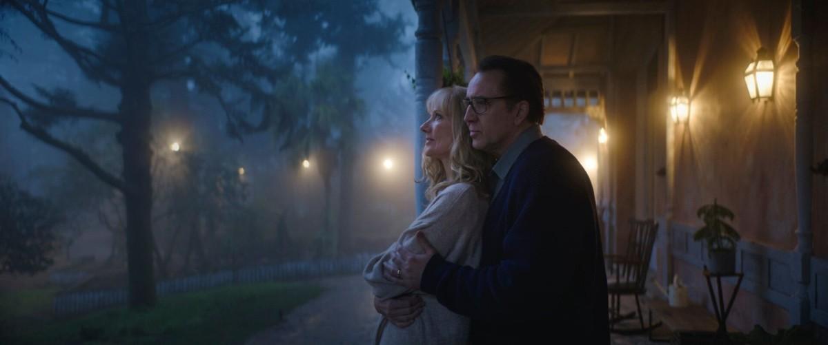 Nicolas Cage and Joely Richardson as Nathan and Teresa Gardner.