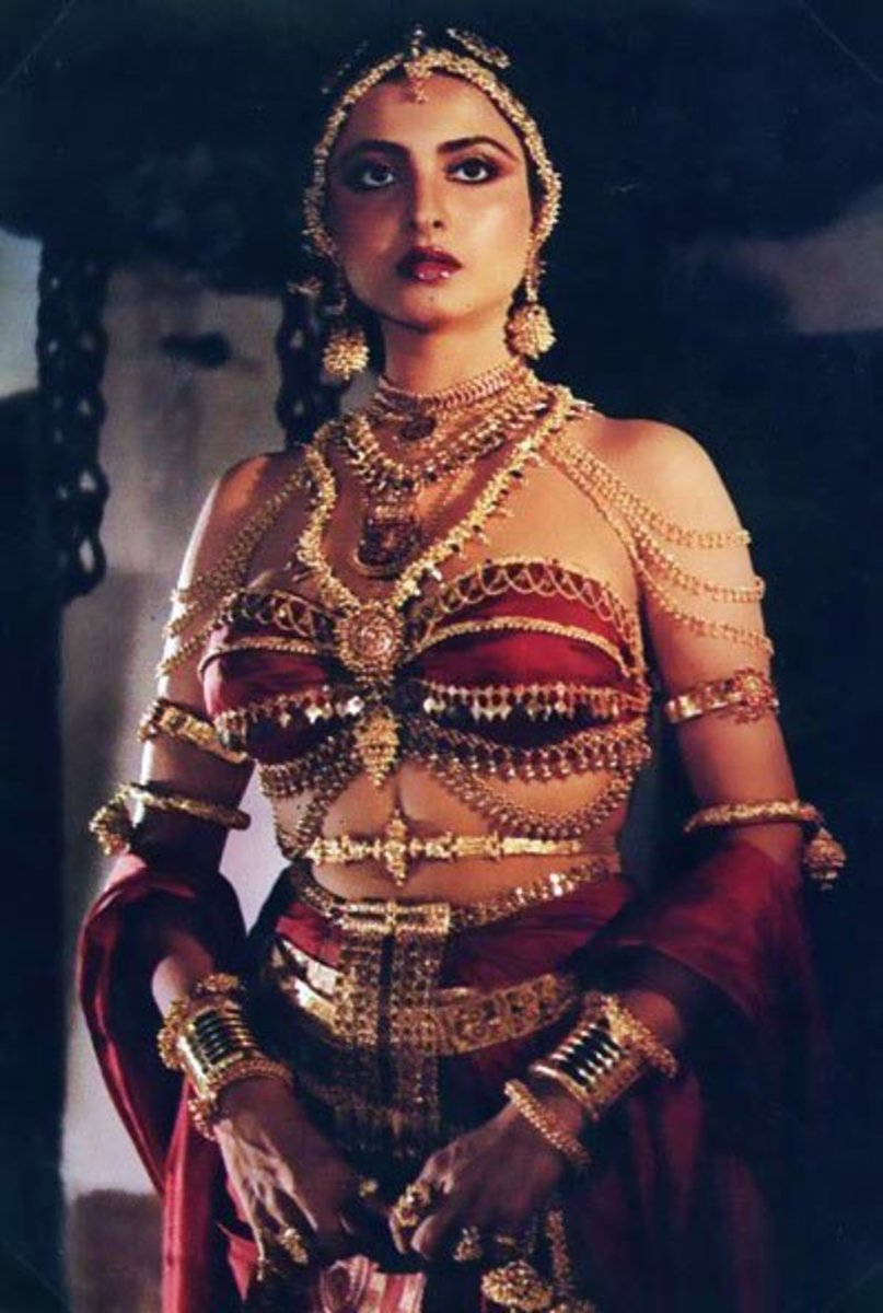 Screengrab of Rekha from the movie Utsav.