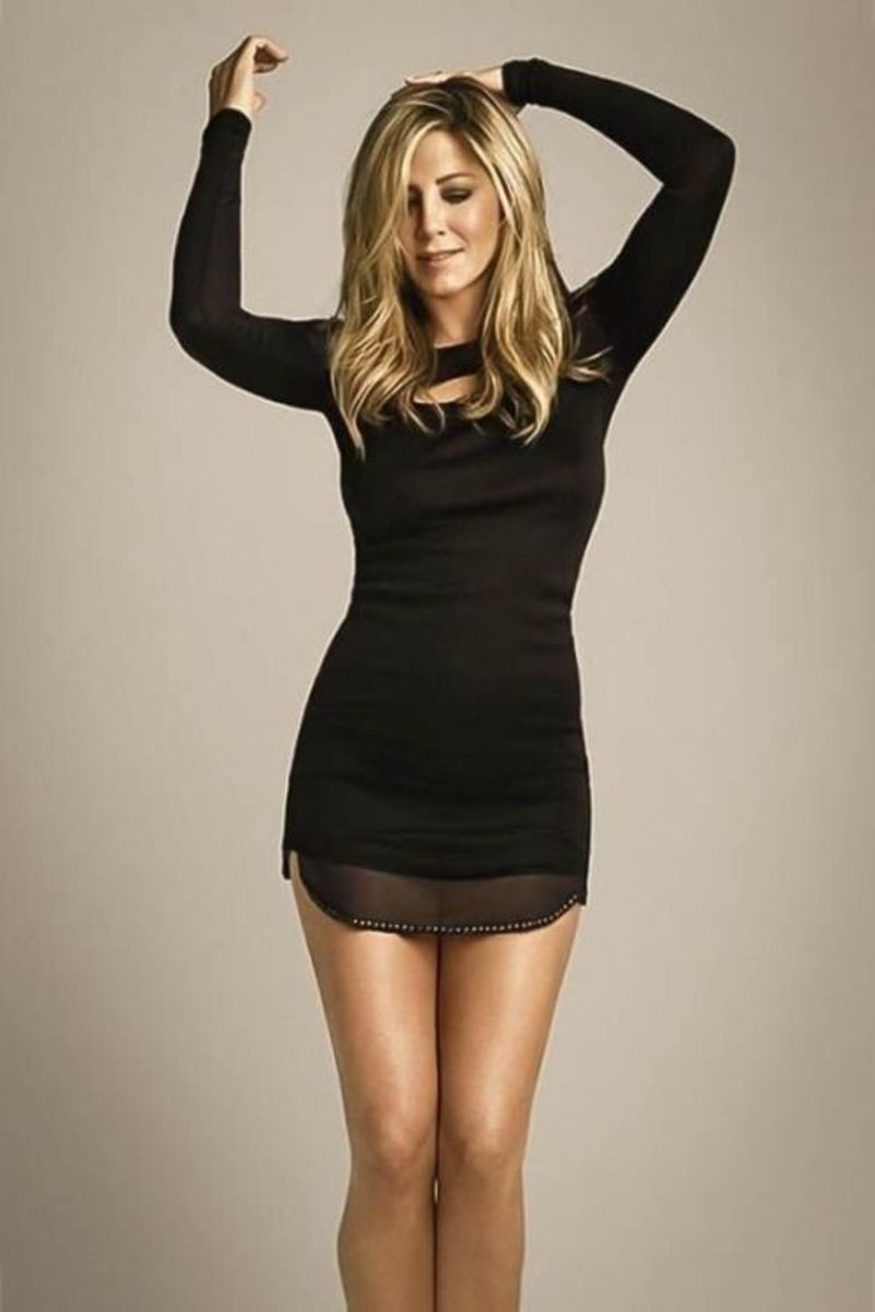 Jennifer Aniston fit curves and toned legs