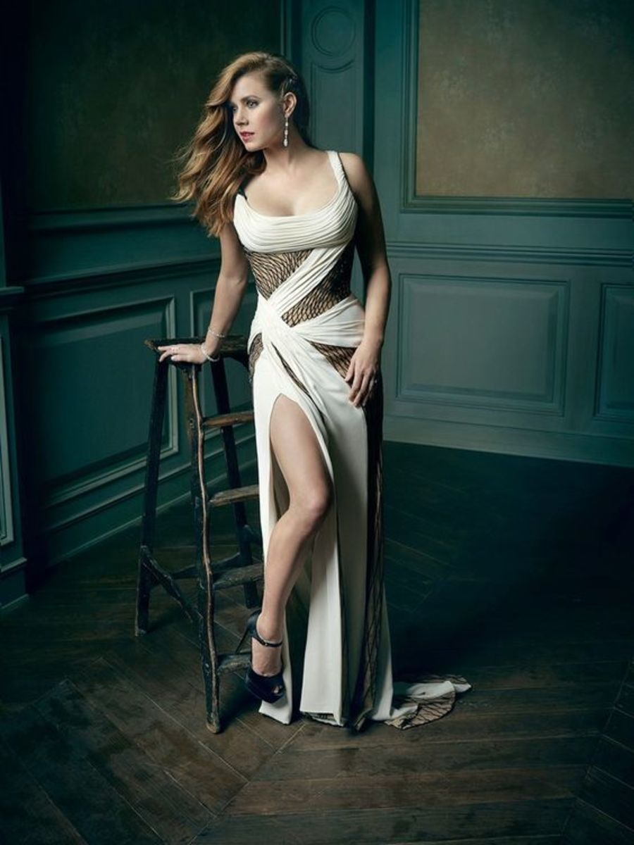 Amy Adams in a gorgeous gown showing off her sexy legs
