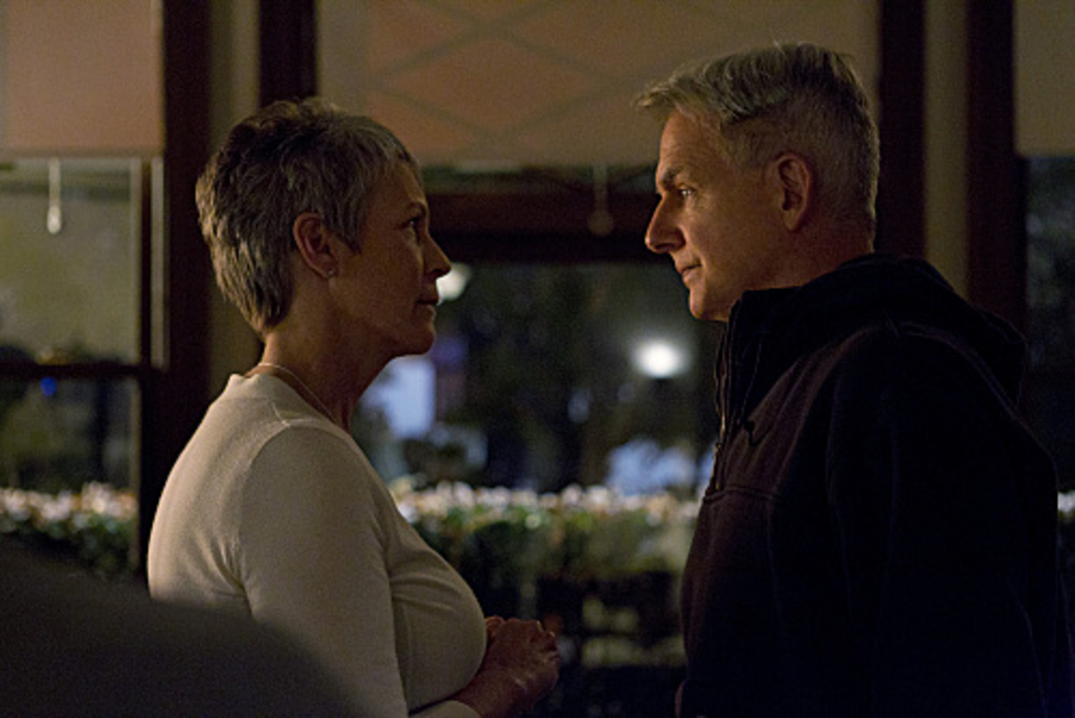 Agent Gibbs works with Psychologist and love interest, Dr. Samantha Ryan (Jamie Lee Curtis).