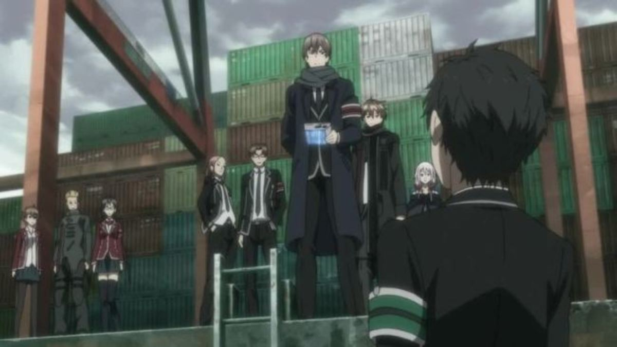 Shu (back) as the tyrannical leader of the Tennozu High student rebels, with Yahiro (front) as his right-hand man and primary commander