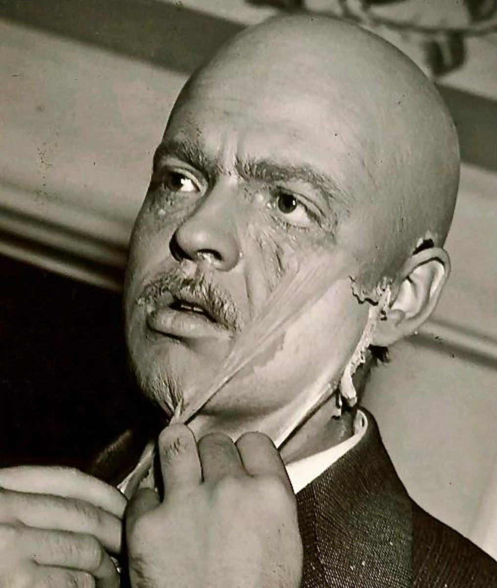 Welles' performance as Kane, enhanced by stunning makeup and prosthetics, is utterly captivating as he portrays the character through his life