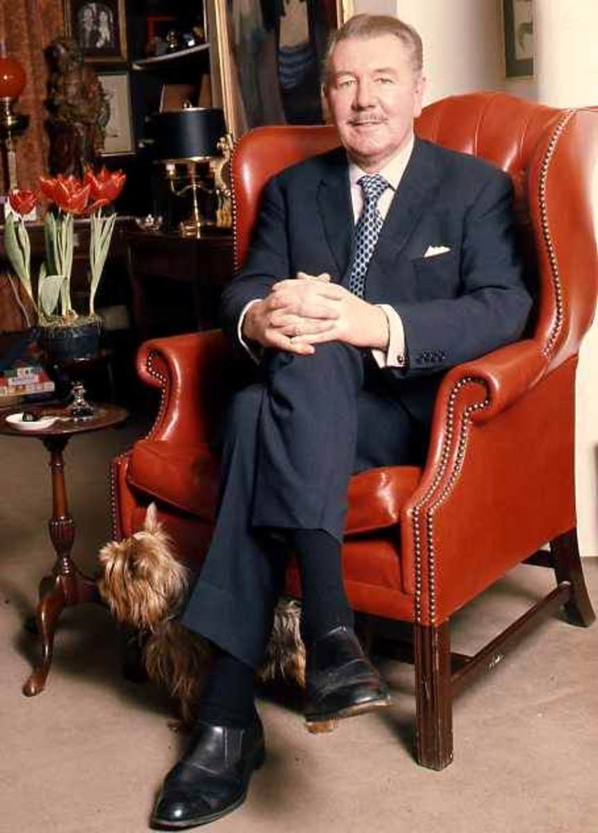 Sir Michael Redgrave in a portrait by Allan Warren