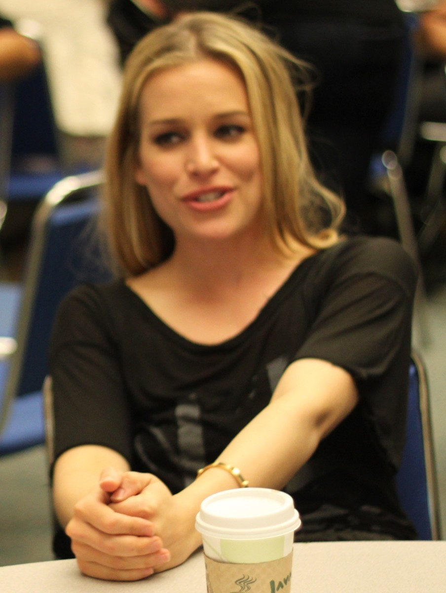 """Piper Perabo, star of """"Coyote Ugly"""", is one of a number of attractive women in the film's cast"""