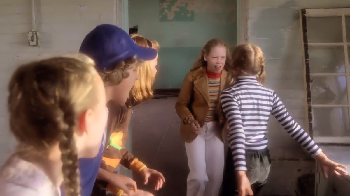 Jude, Wendy, Nick and Kelly taunt Robin seconds before she falls to her death in 'Prom Night' (1980),