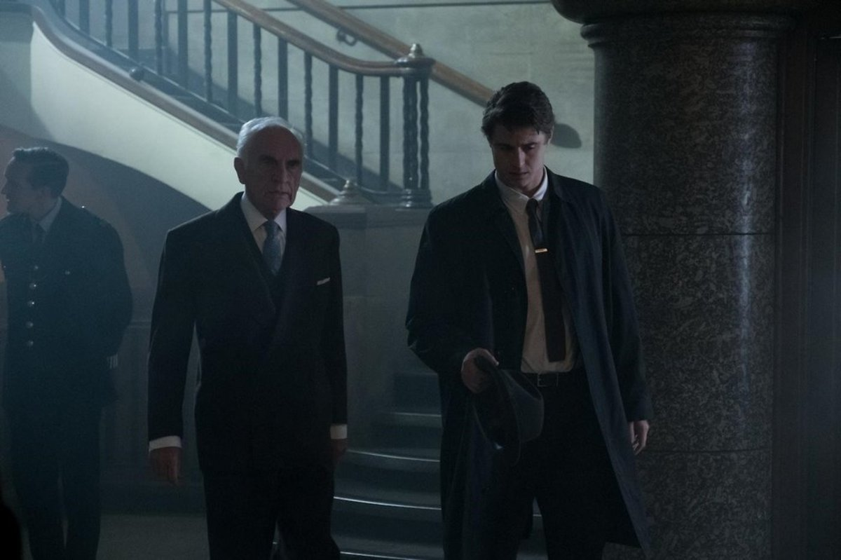 Terrence Stamp and Max Irons as Chief Inspector Taverner and Detective Charles Hayward in Crooked House (2017)