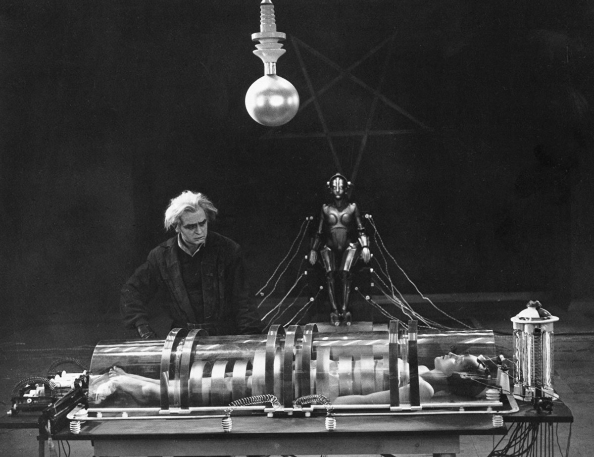 """The vision and imagination of such an early film is truly staggering - does this remind anyone of """"The Fifth Element""""?"""