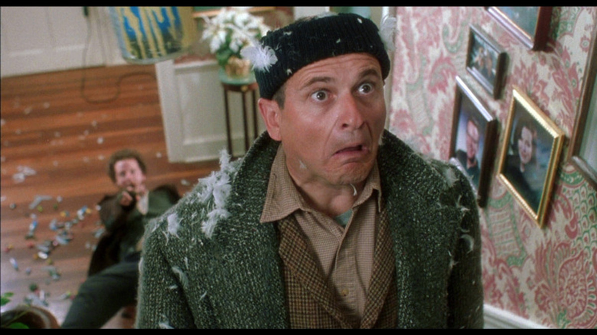 Pesci (right) and Stern (left) are perfect in goof-mode as the bumbling crooks