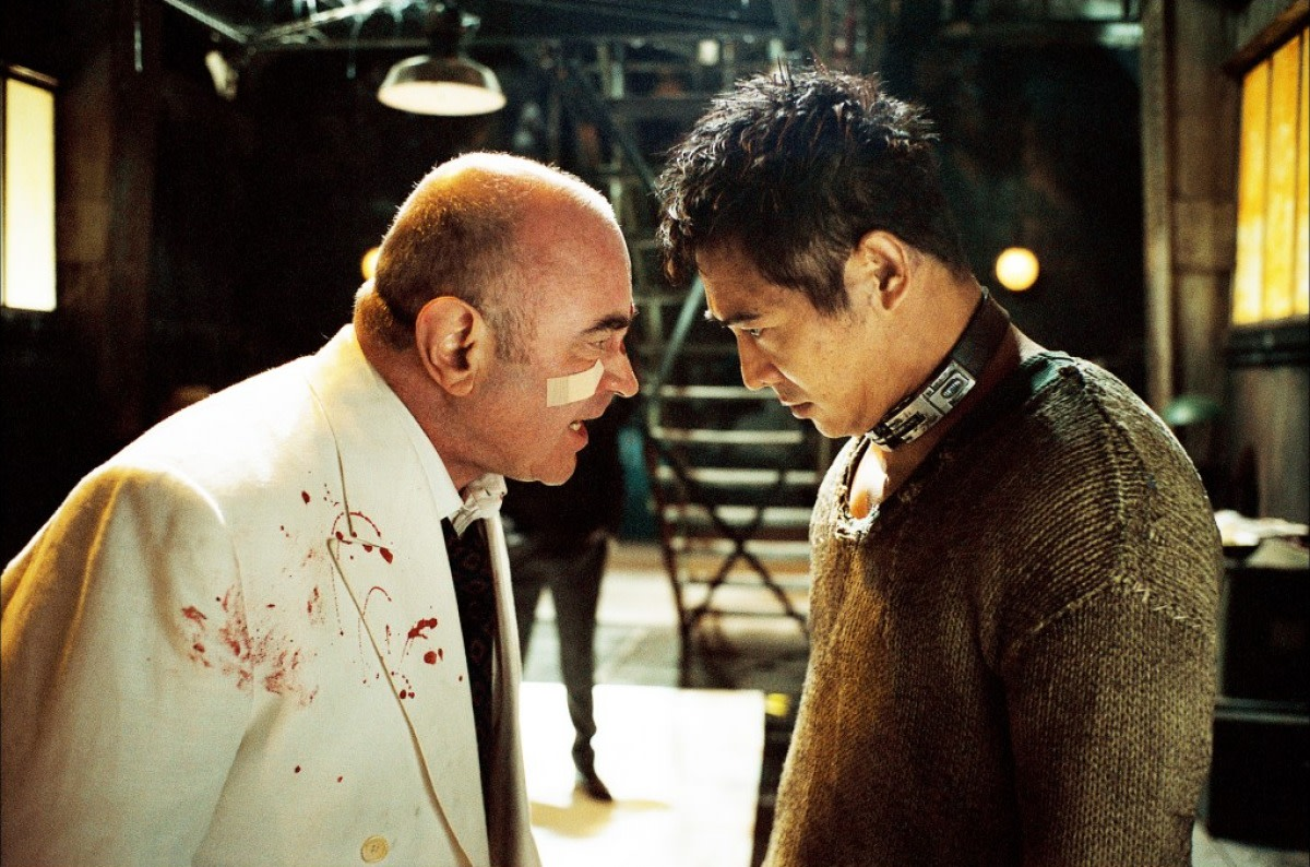 Hoskins is a ruthless, snarling villain while Li find himself using his acting talents as well as his considerable martial arts skills.
