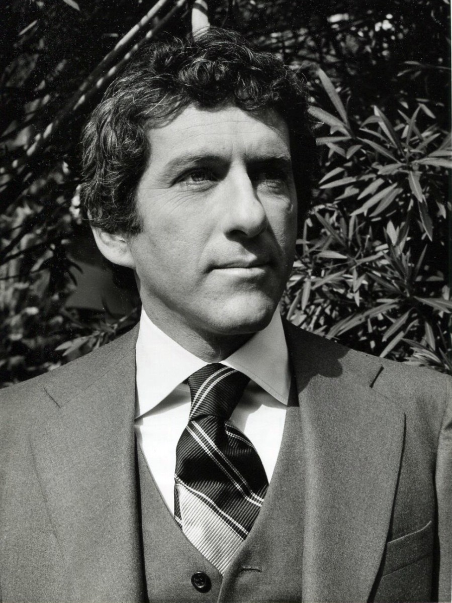 Newman in publicity photo for his TV series Petrocelli