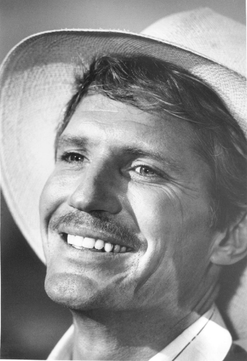 Connelly in character from the short-lived series Paper Moon, based on the feature film starring Ryan O' Neal.