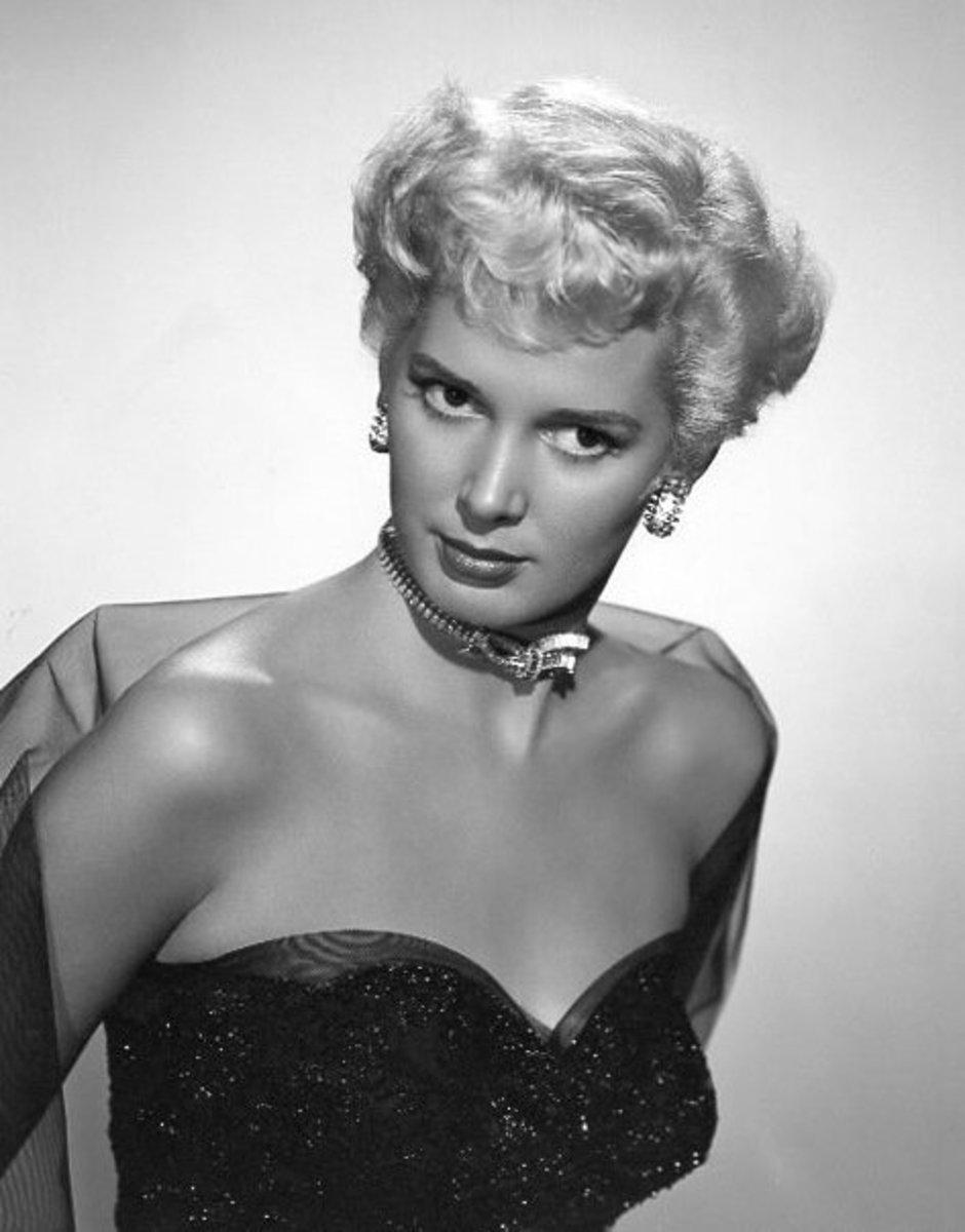 Thirties blonde bombshell actress