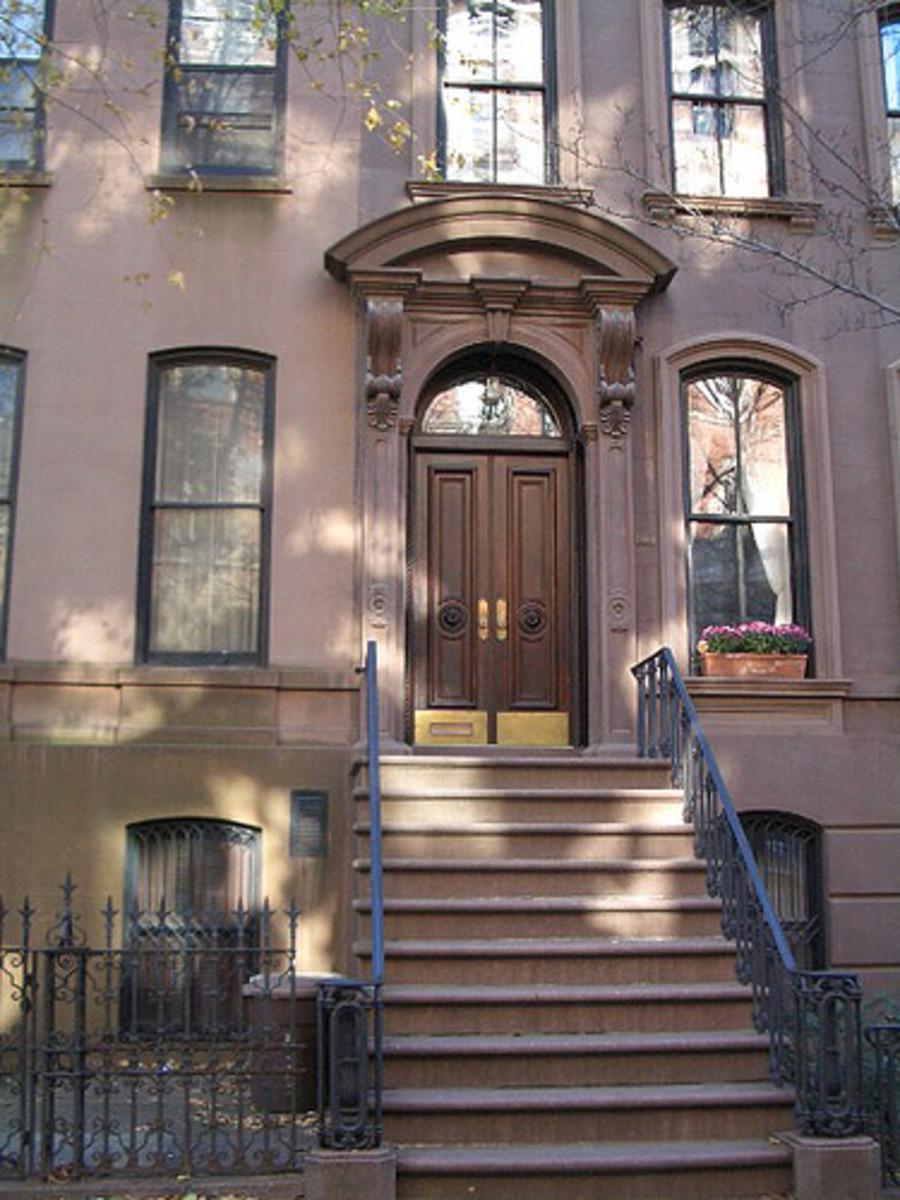 Carrie's famous apartment exterior.