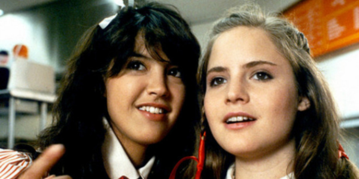 Phoebe Cates and real life best friend, Jennifer Jason Leigh (before Jennifer Jason Leigh went all dark and moody) in Fast Times at Ridgemont High (1982)