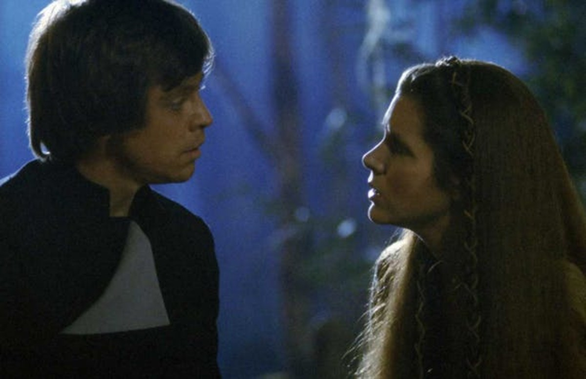 Luke tells Leia about their relationship in RotJ