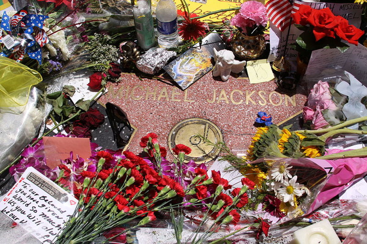Michael Jackson's star used as a vigil two weeks after his death in 2009