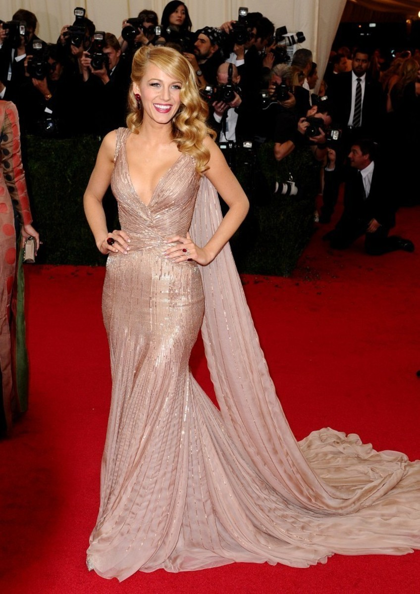 the-red-carpets-best-showstopping-fashion-moments