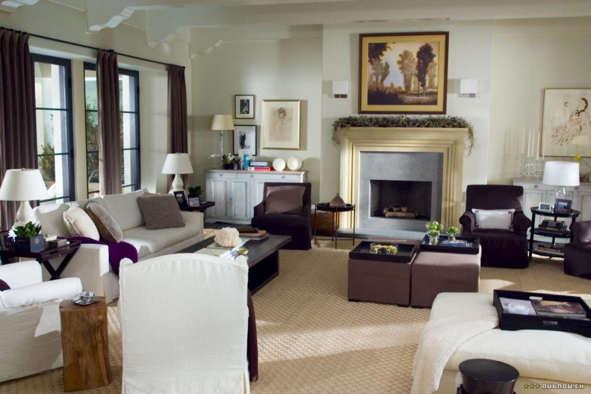 The interior set of Amanda's Los Angeles home.