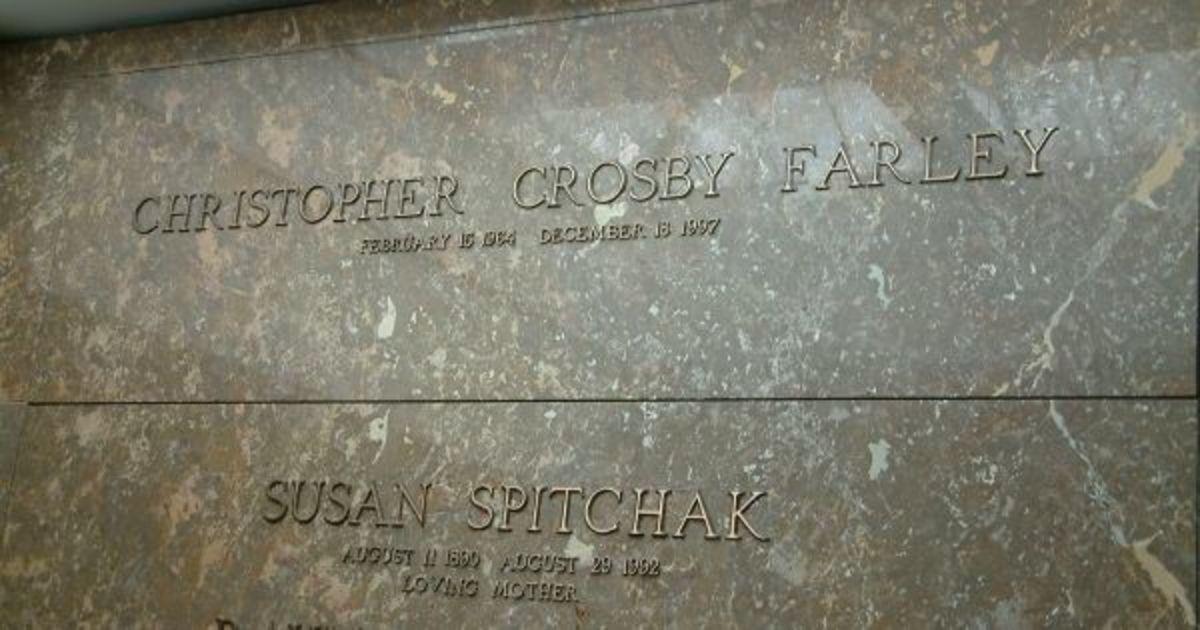 Chris Farley's grave marker