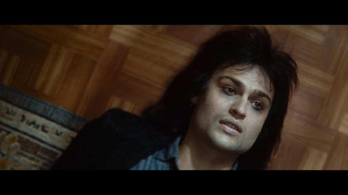 "Nikki Sixx (Douglas Booth) hitting ""rock bottom"""