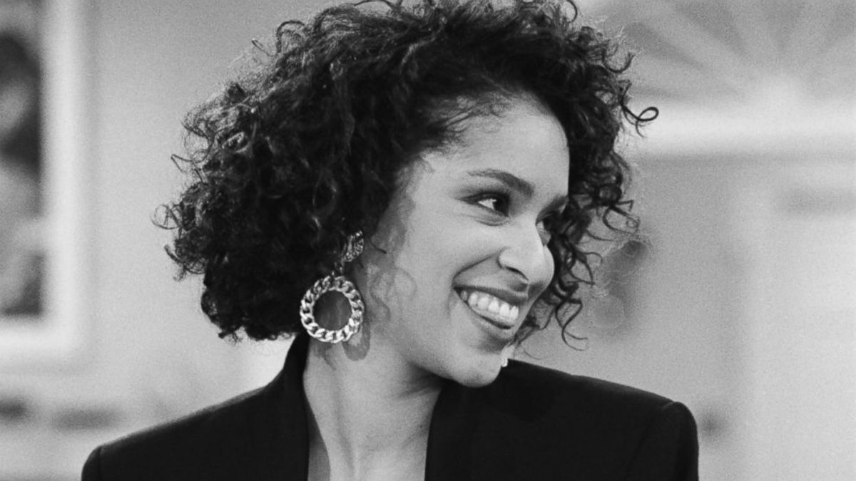 Karyn Parsons as Hilary.