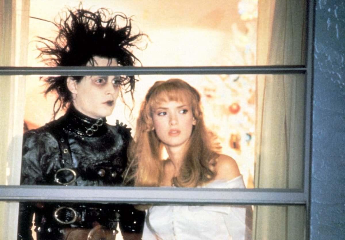 Johnny Depp & Winona Ryder in Edward Scissorhands.