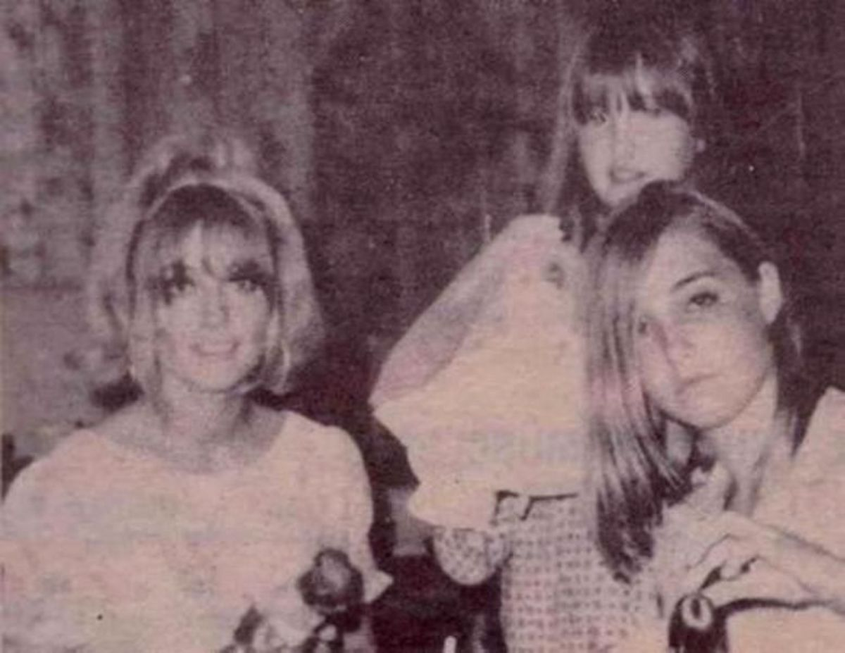 Sharon Tate with her younger sisters