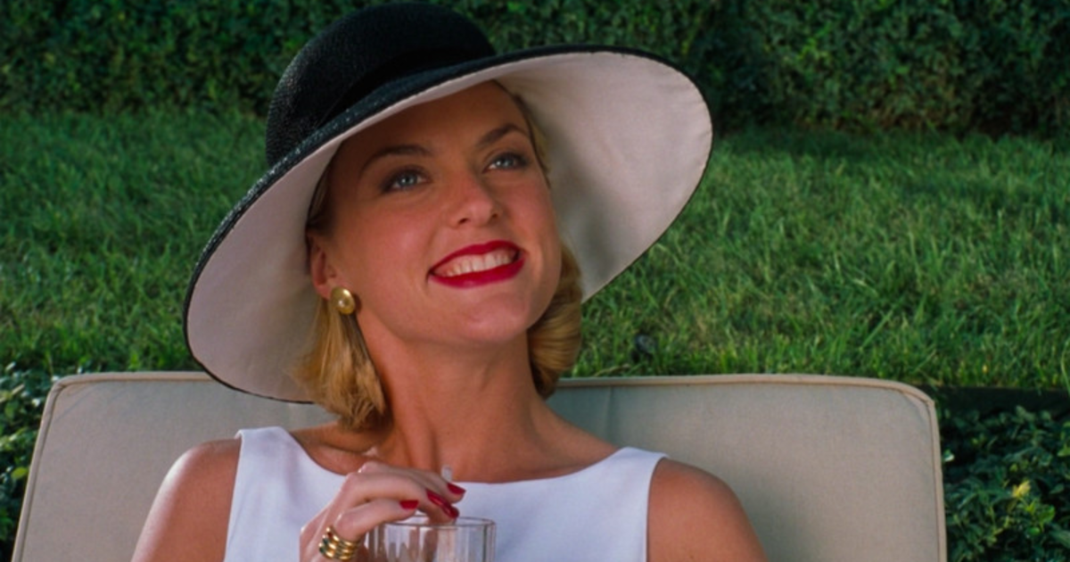 Elaine Hendrix as Meredith Blake.