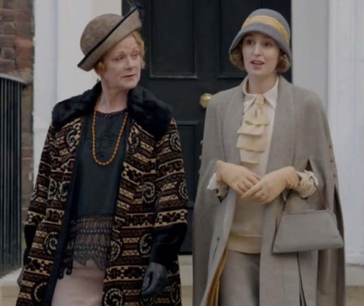 Laura Carmichael as Lady Edith Crawley with Samantha Bond as Lady Rosamund Painswick.