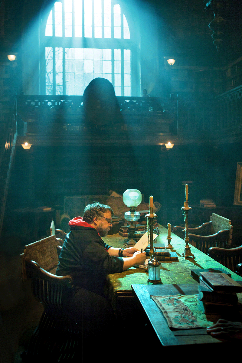 Director Guillermo del Toro on sets on Crimson Peak (2015)