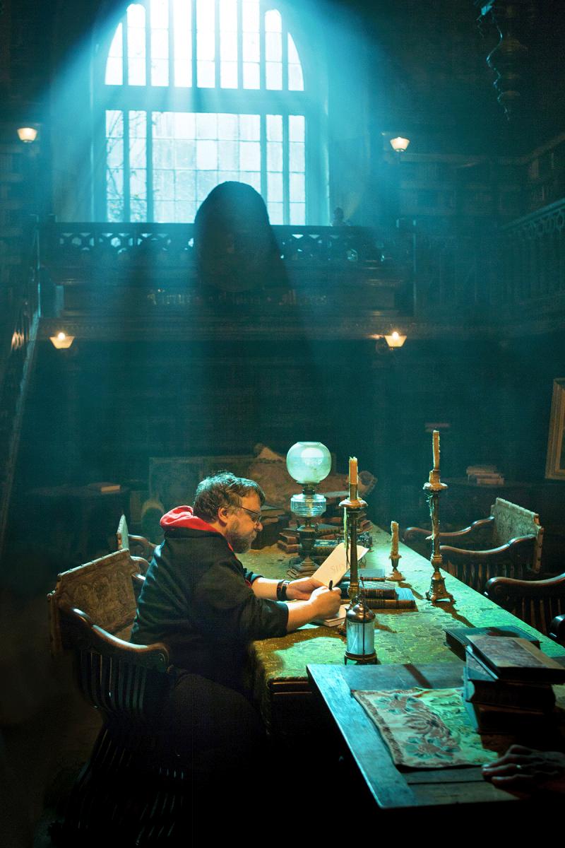 Director Guillermo del Toro on sets on Crimson Peak (2015)