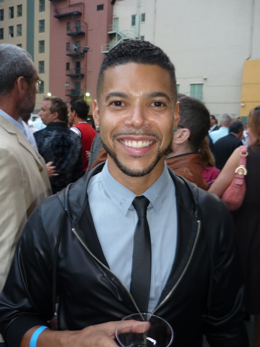 Wilson Cruz plays Hugh Culber on Discovery.