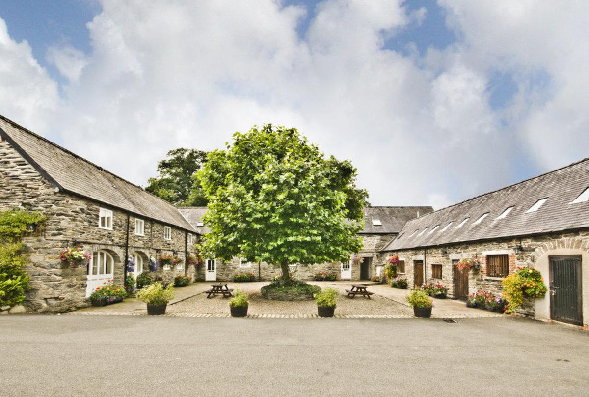 Bryn Melyn Farm in tranquil Lladderde and Bala!