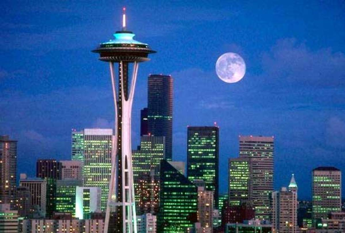 The Space Needle in Seattle by night