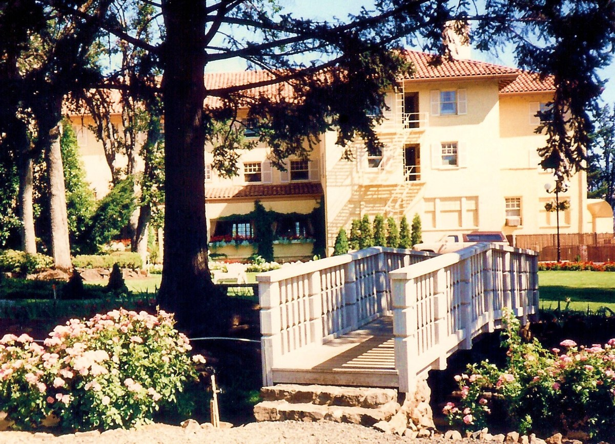 Partial view of Columbia Gorge Hotel