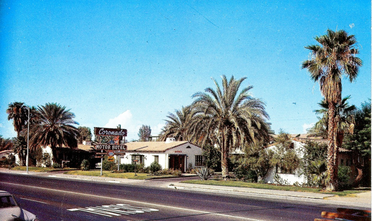 2 Vintage postcards of the same motel in Yuma, Arizona