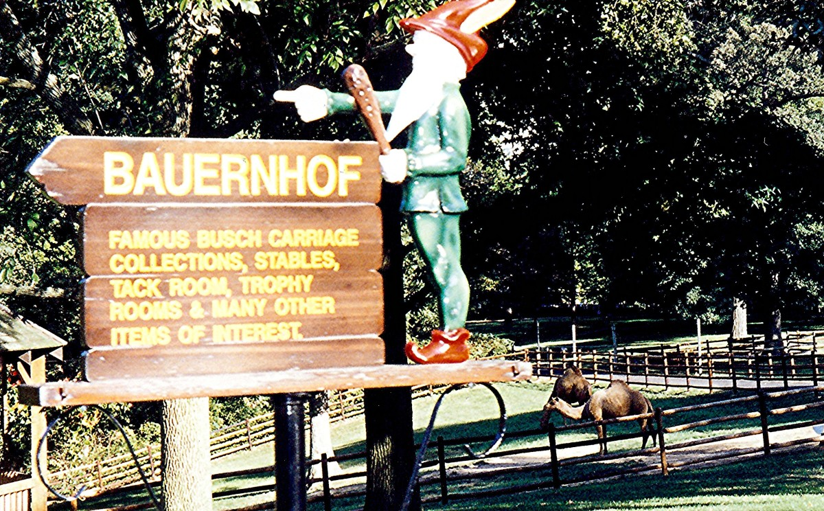 This sign pointed the way to the Bauernhof