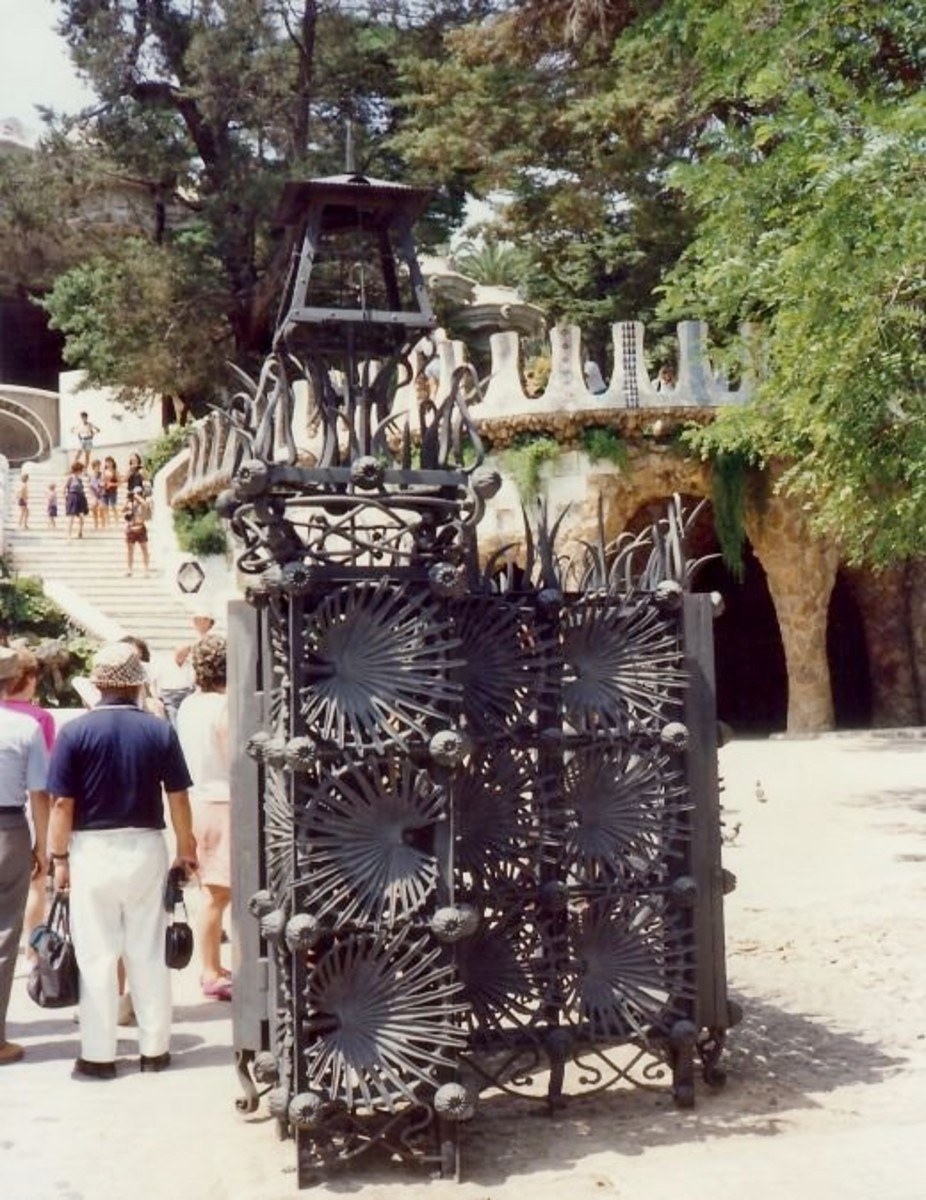 Palmetto Palm design in Güell Park iron gate
